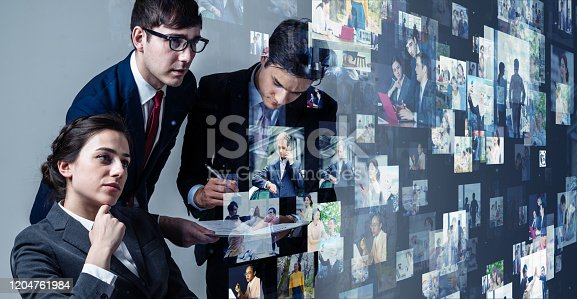 913588258 istock photo Visual contents concept. Social networking service. Streaming video. communication network. 1204761984