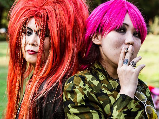 visuelle wichtiger stil auf yoyogi-park in tokio, japan - tokyo cosplay stock-fotos und bilder