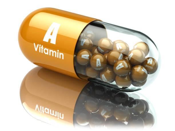 vitamina a cápsula o píldora. suplementos dietéticos. - vitamina a fotografías e imágenes de stock