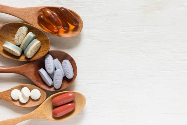 vitamin und nahrungsergänzungsmittel - nahrungsergänzungsmittel stock-fotos und bilder