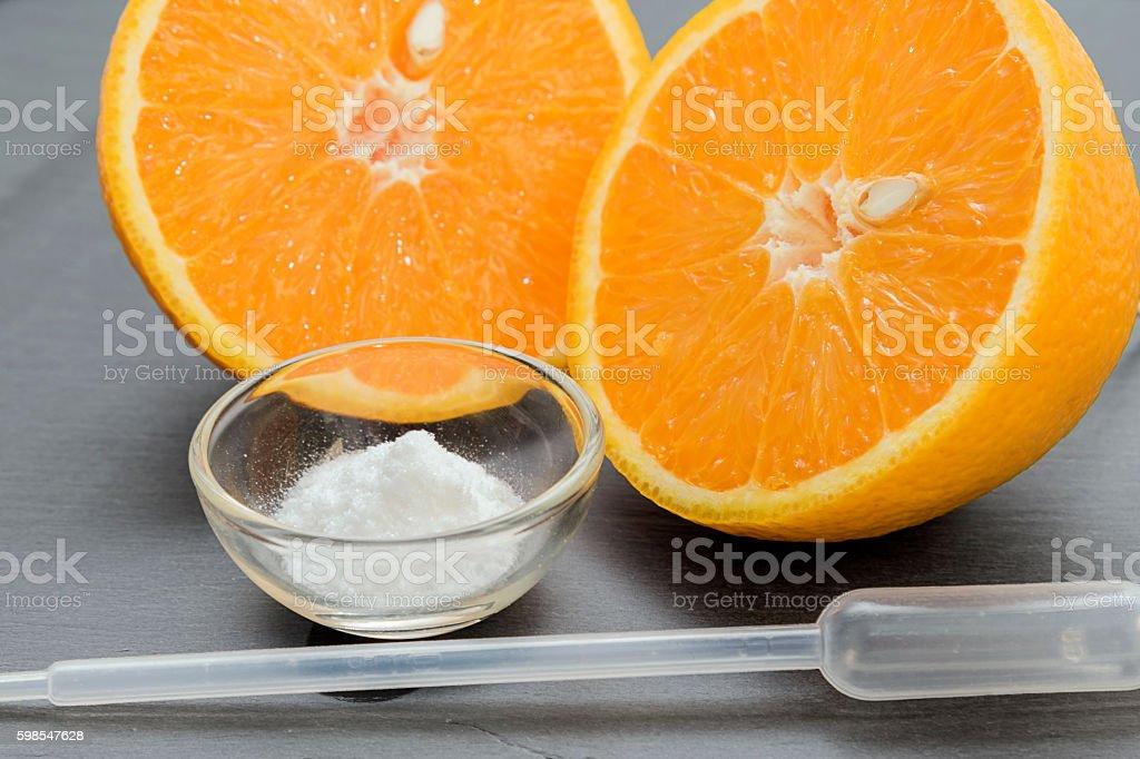 Vitamin C , ascorbic acid powder. photo libre de droits