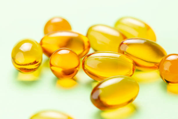 vitamin d3 omega fish oil capsules - vitamin d стоковые фото и изображения