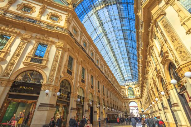 vittorio emanuele ii galerie tresor - hotel mailand stock-fotos und bilder