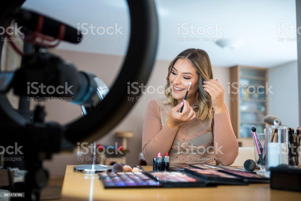 Vloggerin Überprüfung Make-up-Produkte – Foto