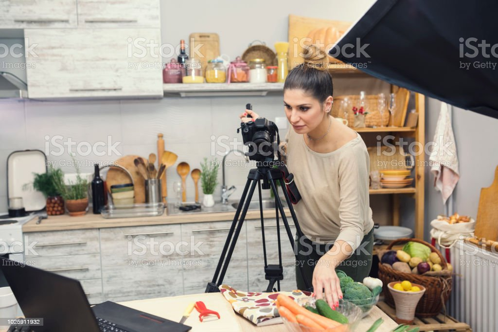 Vlogging in kitchen The latest checks before filming in domestic kitchen 25-29 Years Stock Photo