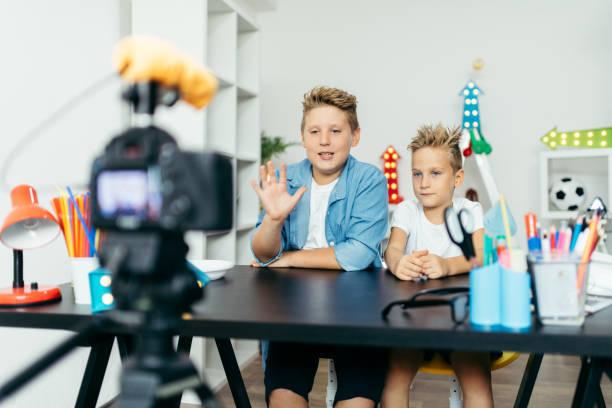 vlogs - promi zuhause stock-fotos und bilder