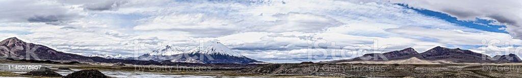 vulkane payachatas panorama - Lizenzfrei Abenteuer Stock-Foto