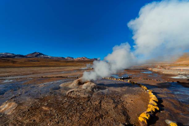Vulkangebiet-Geysir-El Tatio-Geothermie-Atacama-Wüste-Andenhochland-Naturlandschaft-trockenes Klima-Andenhügel-Täler – Foto