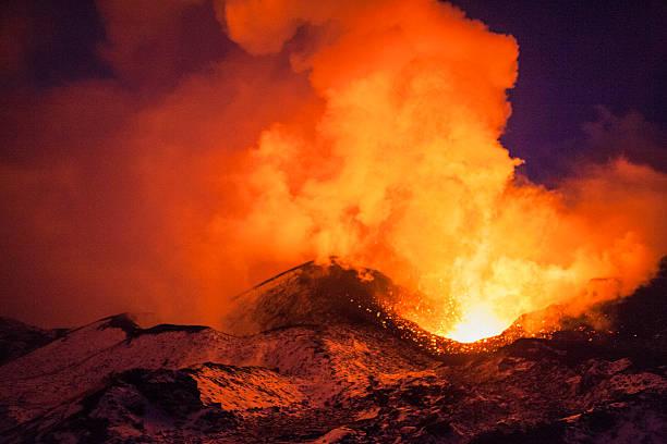 volcanic erupcji - wulkan czynny zdjęcia i obrazy z banku zdjęć