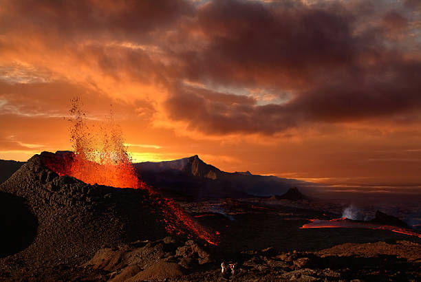Volcano erupting at night spewing orange lava http://www.beboy.fr/is/volcano.jpg volcano stock pictures, royalty-free photos & images