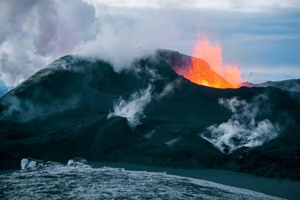 volcano eruption - wulkan czynny zdjęcia i obrazy z banku zdjęć