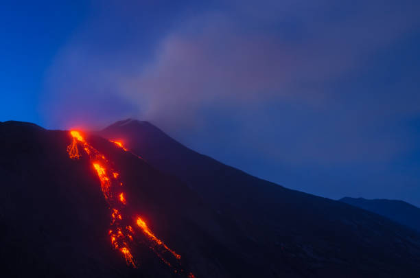 volcano Etna during an eruption – zdjęcie