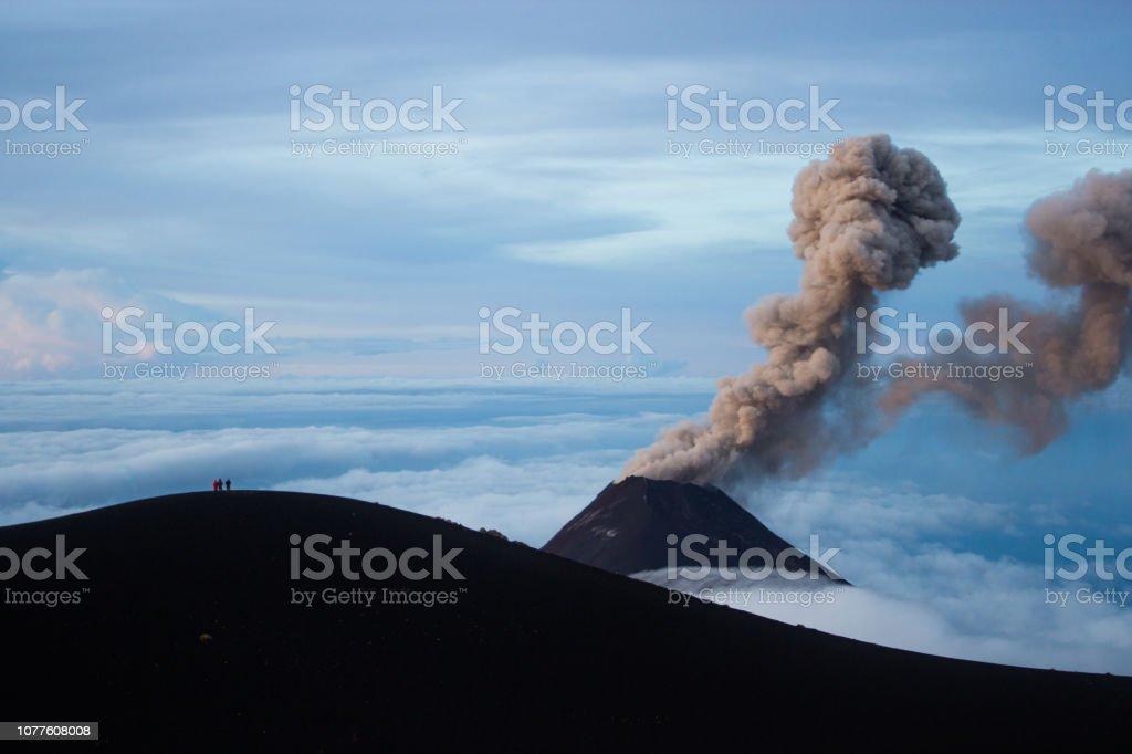 Volcan Fuego éclate avec le public - Photo