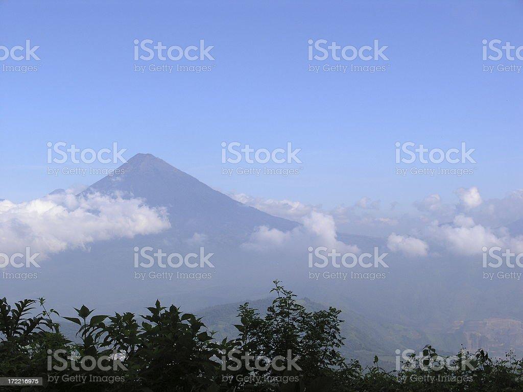 Volcan dans les nuages - Photo