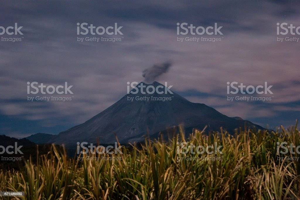 Volcano's night view from the cane fields Lizenzfreies stock-foto