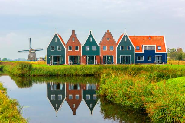 Volendam bir Kuzey Hollanda Hollanda merkezidir. Volendam deniz parkı renkli evlerin. Kuzey Hollanda, Hollanda. stok fotoğrafı