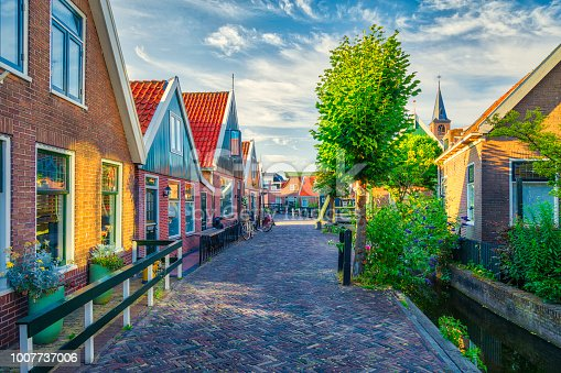 872969580istockphoto Volendam - small historical Dutch village (HDRi) 1007737006