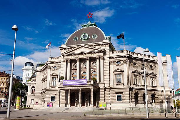 volkstheater in wien, österreich - kunsthistorisches museum wien stock-fotos und bilder