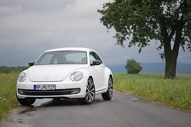 VW Käfer auf countryroad – Foto
