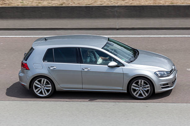 Volkswagen Golf on the road – Foto