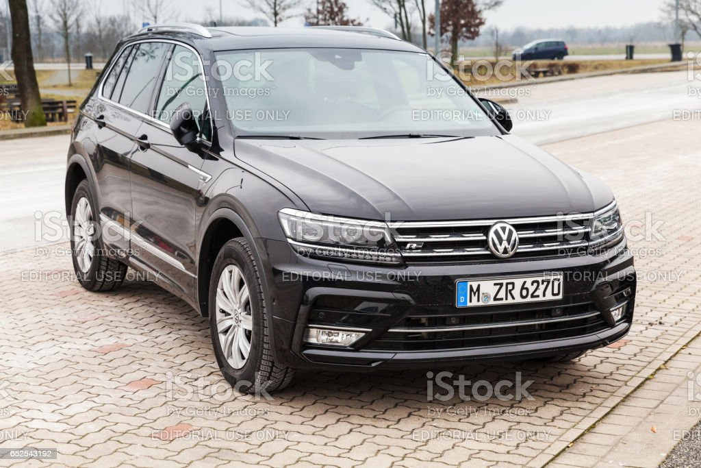 volkswagen tiguan 4x4 rline 2017 photos et plus d 39 images de 2017 istock. Black Bedroom Furniture Sets. Home Design Ideas