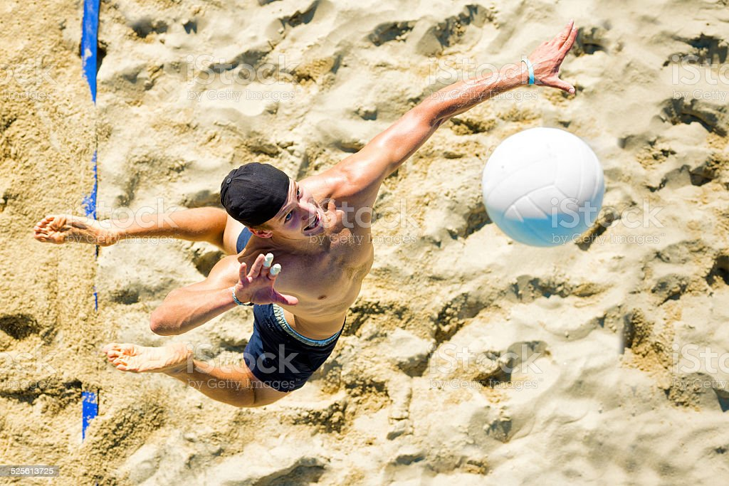 Joueur de Volleyball de service - Photo