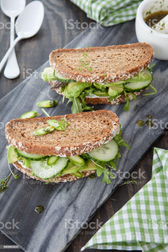 Vollkornbrot mit Avocado stock photo