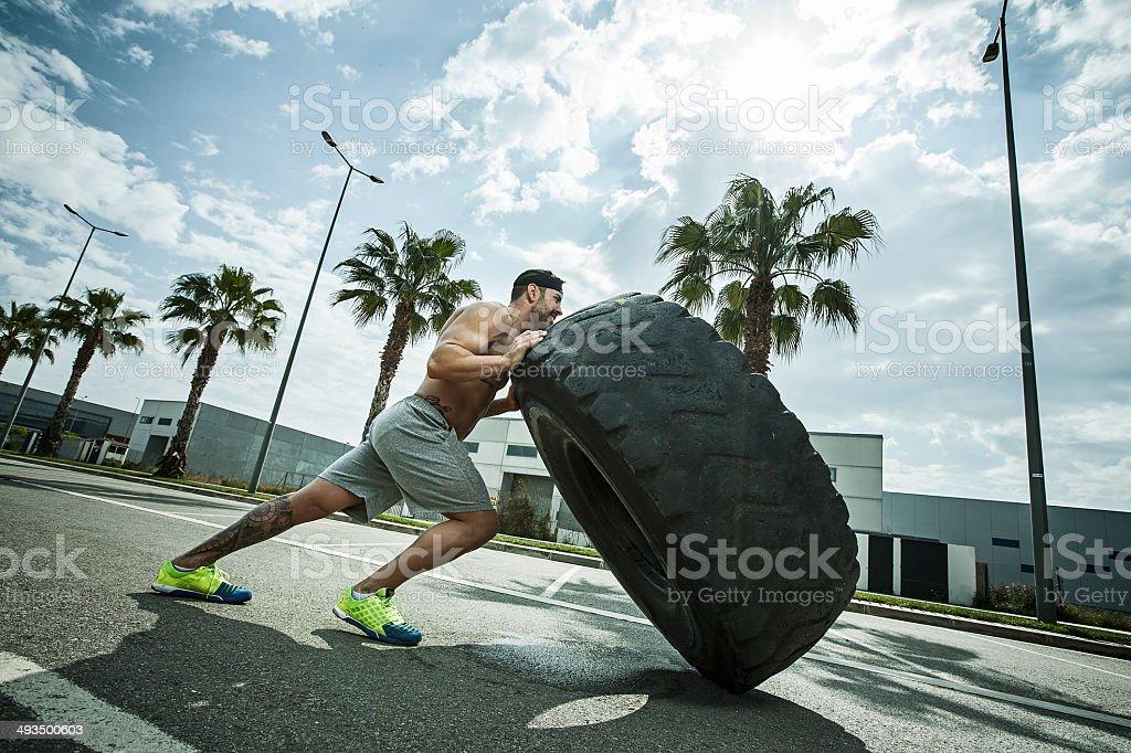 voltear la rueda stock photo