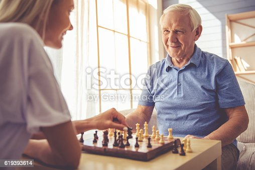 istock Volunteer and old people 619393614