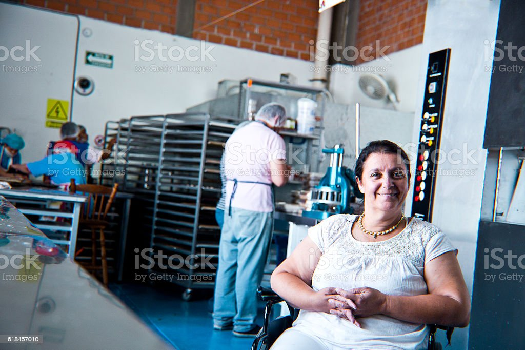 Volunteer with disability working at Bakery Workshop – Foto