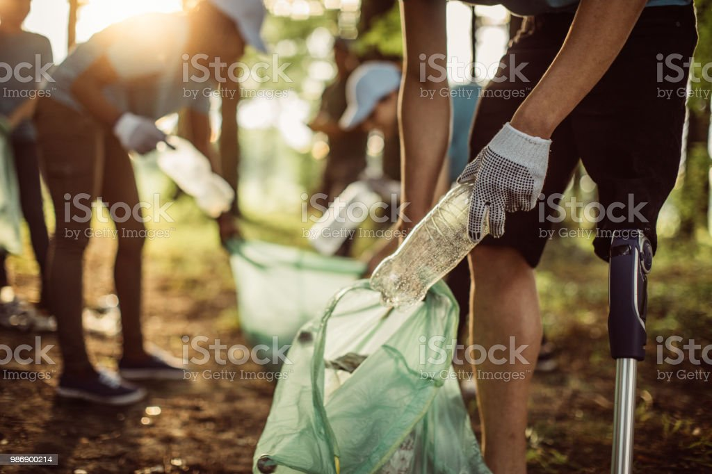 Voluntarios limpieza Parque - Foto de stock de Activista libre de derechos