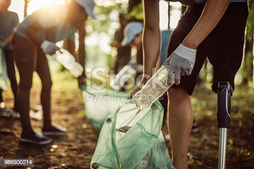 istock Volunteers cleaning park 986900214