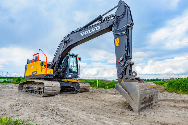 volvo ec220e crawler grävmaskin maskin på byggarbetsplats - volvo bildbanksfoton och bilder