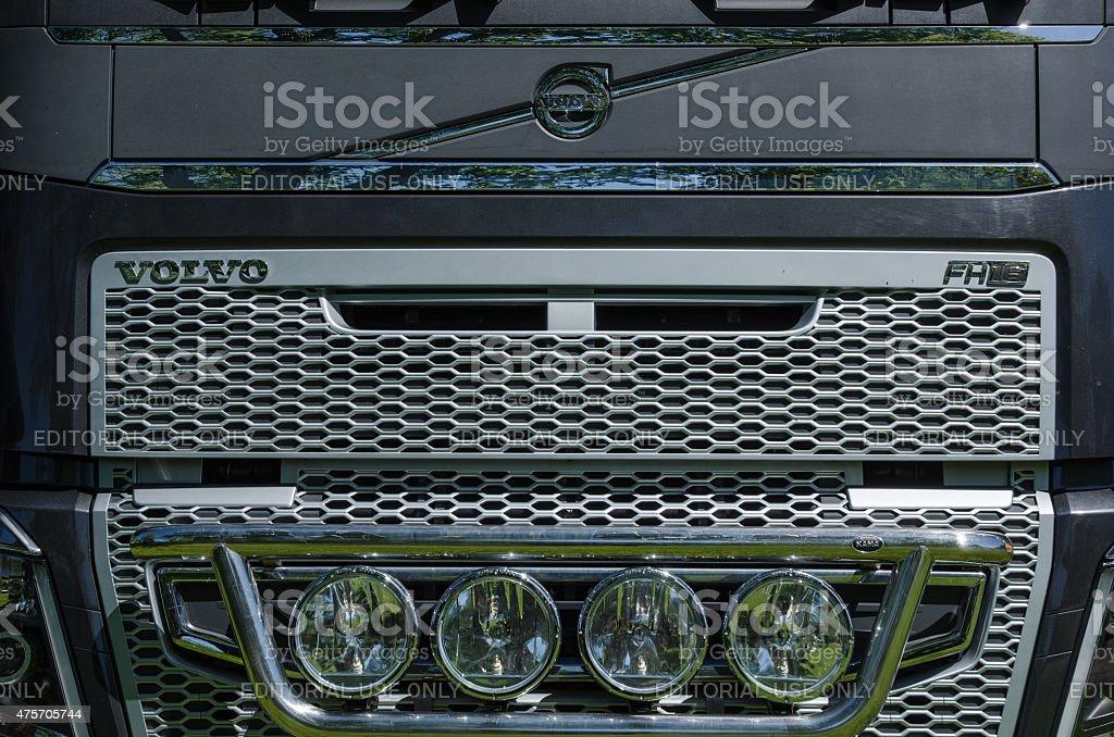 Volvo FH16 Lkw auf der Vorderseite – Foto