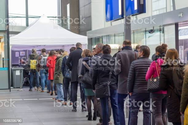 Voters lining up to vote at train station picture id1033205790?b=1&k=6&m=1033205790&s=612x612&h=piydmpg nx0vrnhrqwltcszlda83oklln37el6s14ko=