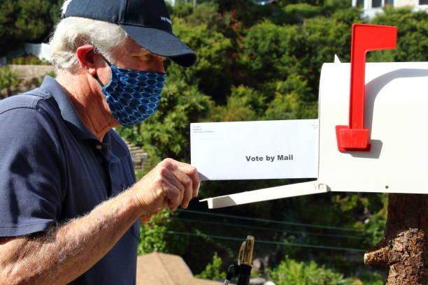 stemmen per mail in de komende verkiezingen - vote stockfoto's en -beelden