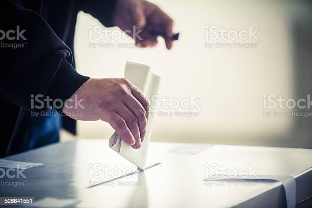 Abstimmung Hand Stockfoto und mehr Bilder von Briefumschlag