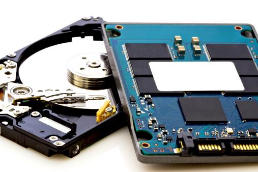 Vs Unidad De Disco Duro Del Nuevo Y Del Viejo Tecnología Foto de stock y más banco de imágenes de Compartimiento para almacenamiento