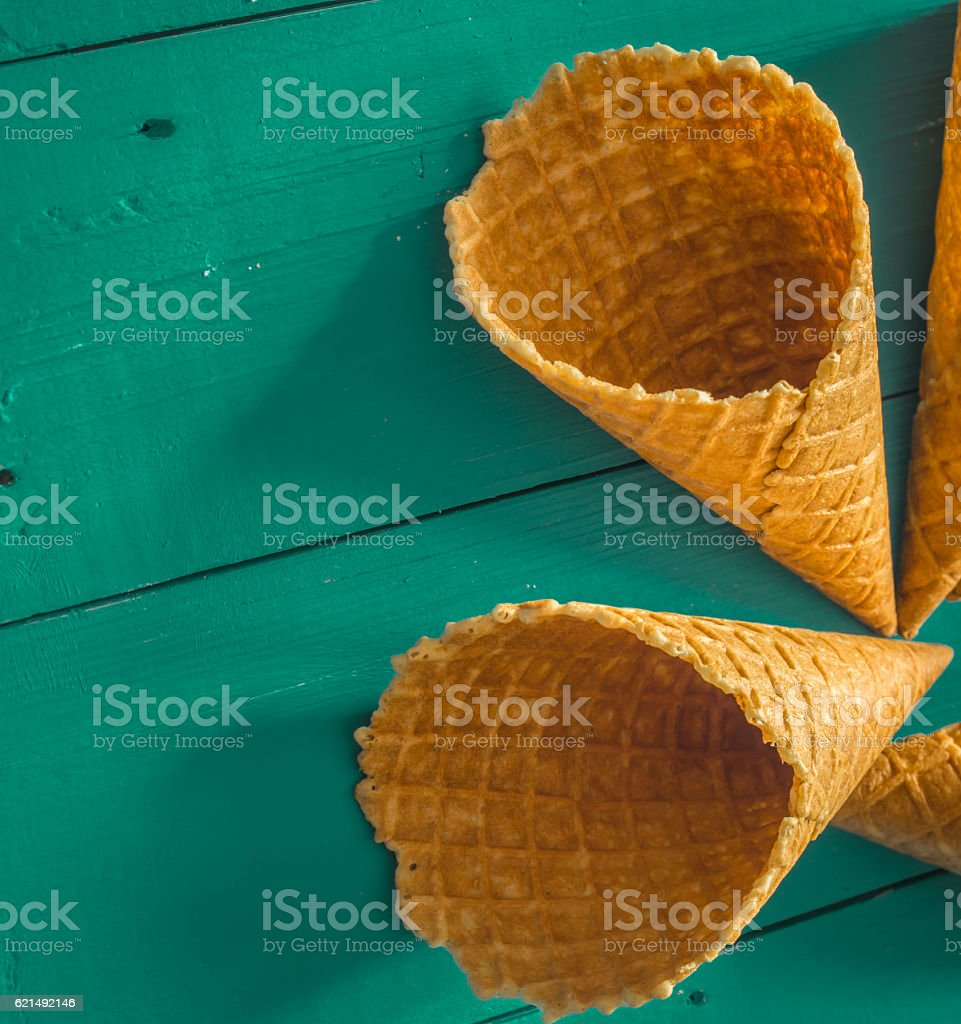 waffle Cup ice cream in a wooden background photo libre de droits