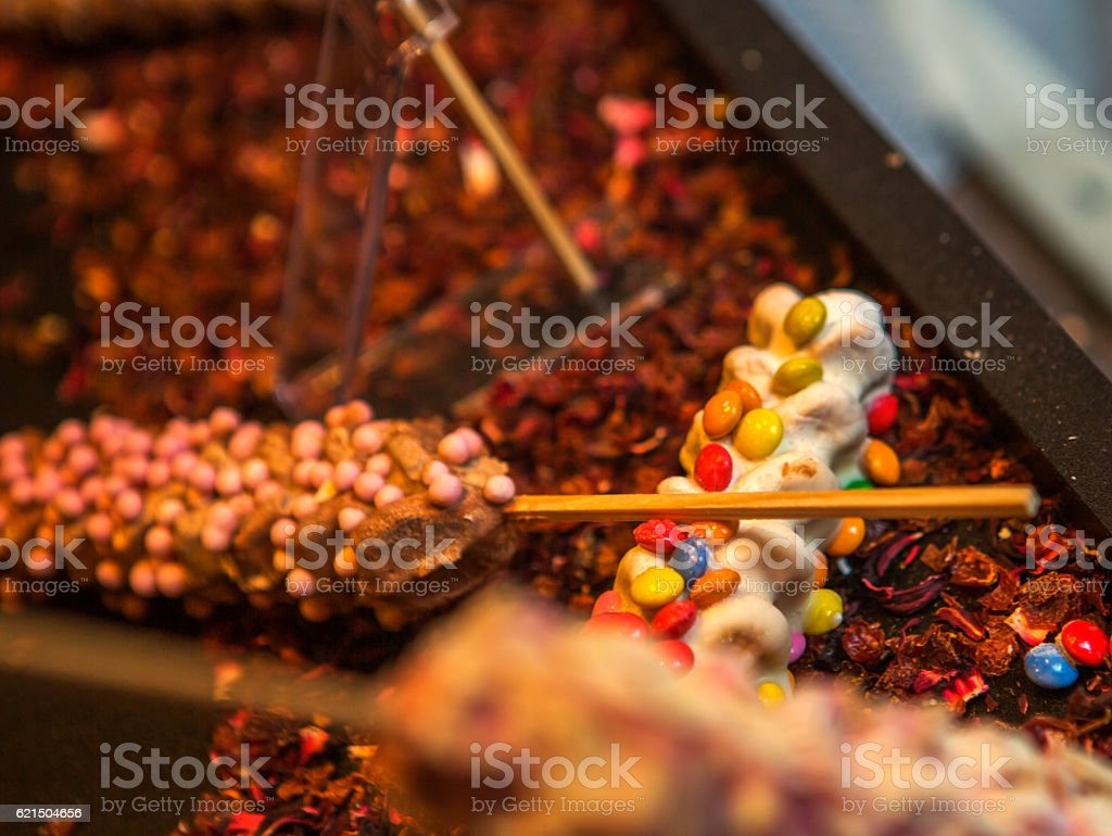 waffle on stick with colorfull candies at brugge belgium photo libre de droits
