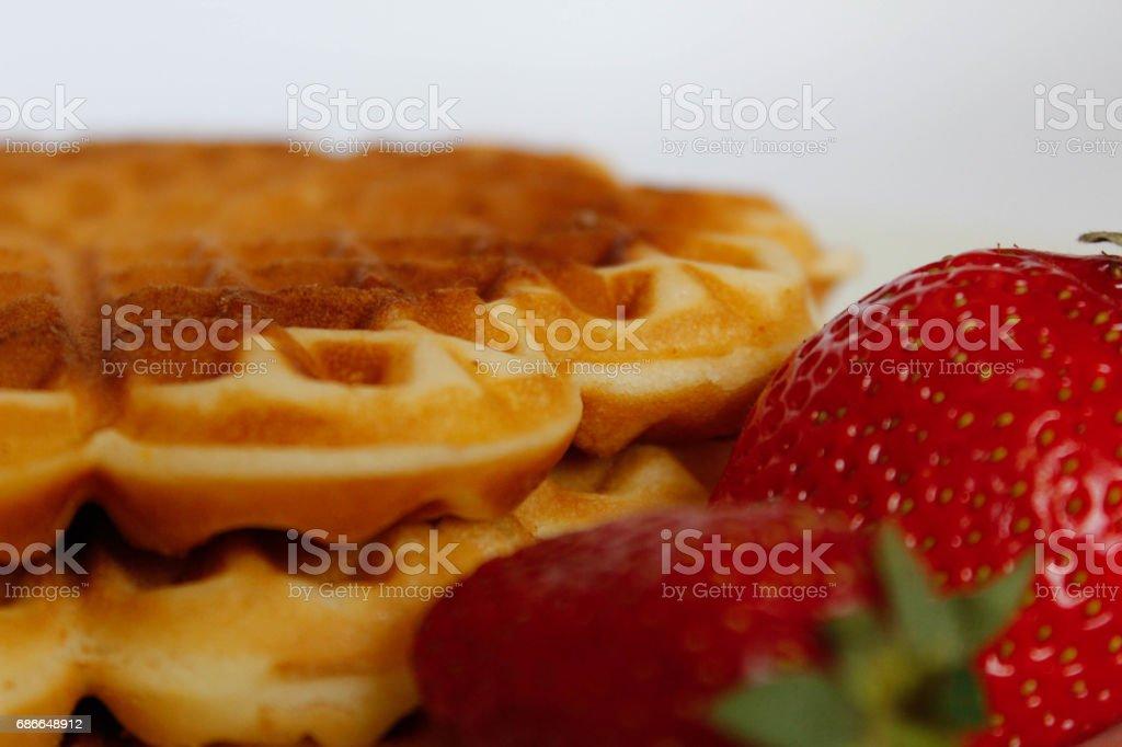 Waffles con fresas foto de stock libre de derechos