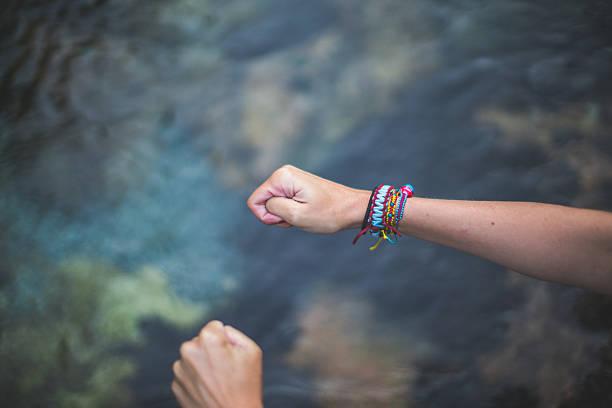 wahing my hands - armband water stock-fotos und bilder