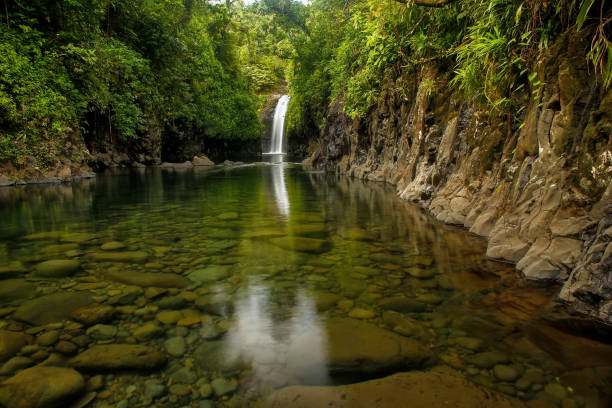 Wainibau-Wasserfall am Ende der Lavena Coastal Walk auf Taveuni Island, Fidschi – Foto