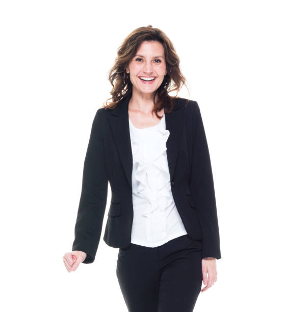 Taille bis 30-39 Jahre alt schöne braune Haare kaukasische Geschäftsfrau / Geschäftsfrau / Managerin vor weißem Hintergrund trägt einen Anzug, der lächelt / glücklich / fröhlich – Foto