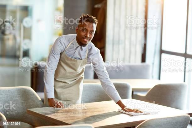 Garson Iş Başında Stok Fotoğraflar & Adamlar'nin Daha Fazla Resimleri