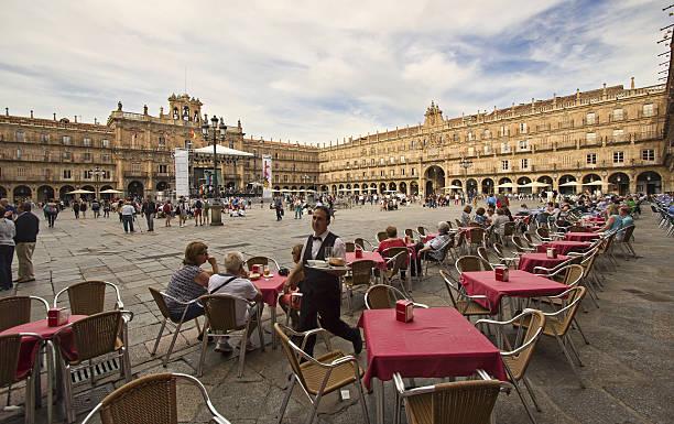 Waiter on Plaza Mayor in Salamanca, Spain – Foto