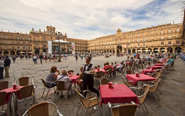 Kellner am Plaza Mayor von Salamanca, Spanien – Foto