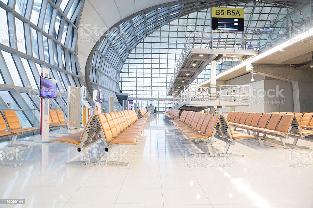 Área de espera el Aeropuerto Suvarnabhumi de Bangkok - foto de stock