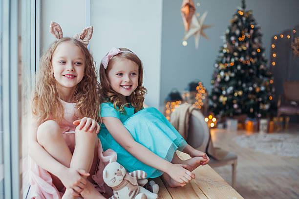 warten auf weihnachten - weihnachten 7 jährige stock-fotos und bilder