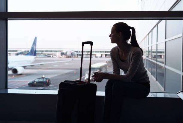 飛行機をお待ちしております。 - 東ヨーロッパ ストックフォトと画像